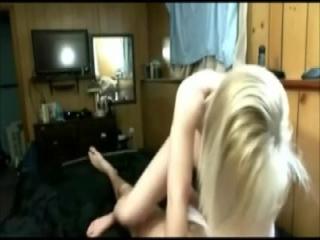 Amateur Anal Fick in der Kueche mit geiler Blondine