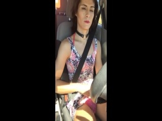 Stief-Schwester zeigt ihm ihre dicken Titten und wird gefick