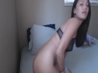 Sexy bombshell gets sperm load on her face swallowing all th